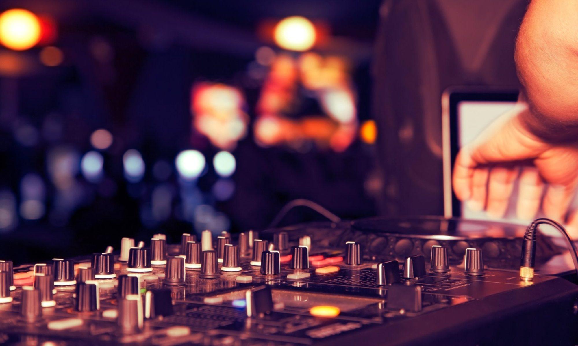 Sound Waves Pro DJs